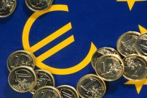 Euro coins and euro smybol. Copyright: EU Commission